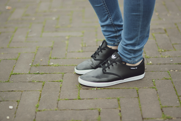 czarne tenisówki adidas