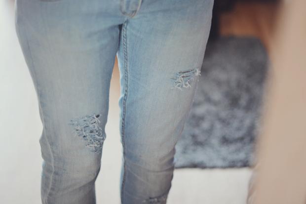 Jak zrobic dziury w spodniach