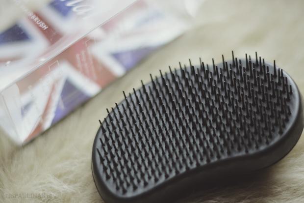 plastikowa szczotka do włosów