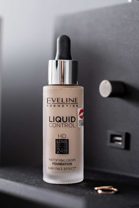 podkład eveline liquid control