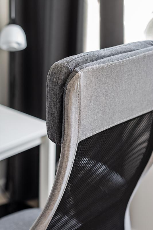 minimalistyczne krzesło biurowe