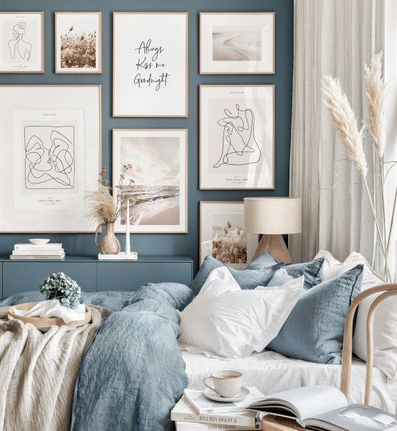 galeria na błękitnej ścianie